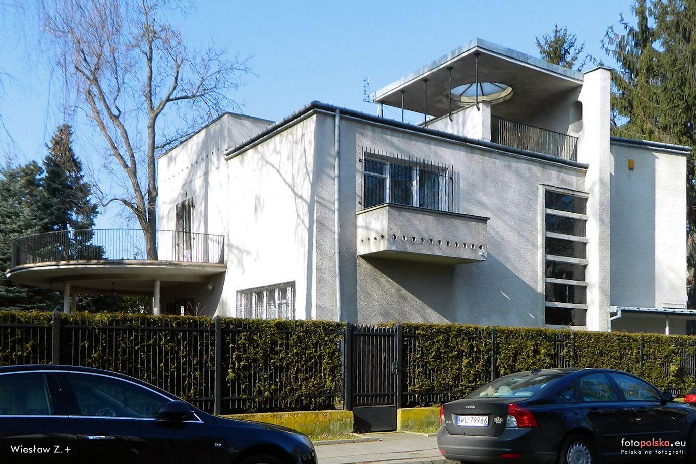 > Willa Brzeziński, exemple de construction des années 1930 dans le quartier de Saska Kepa de Varsovie. Source : Fotopolska.eu