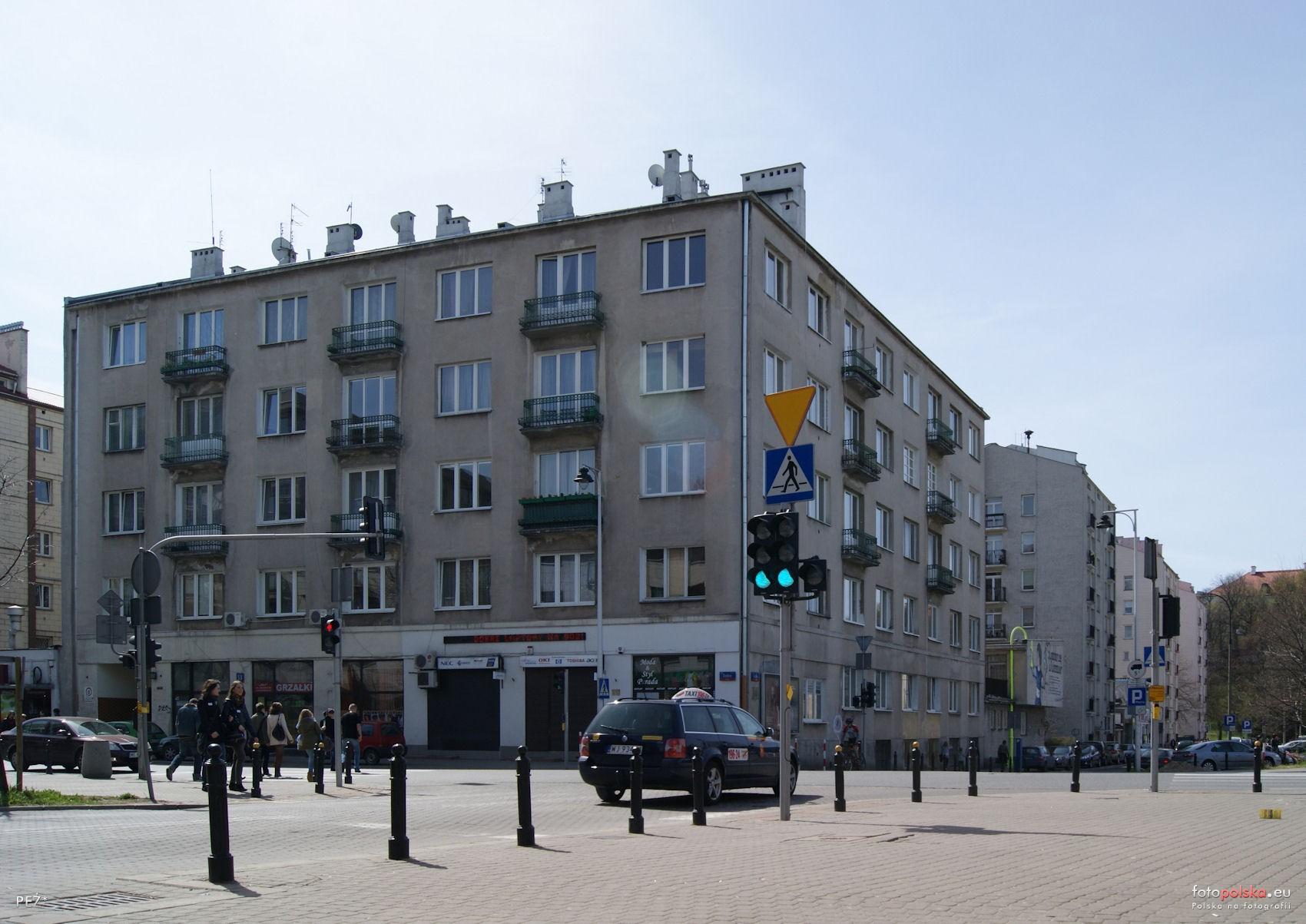 16 kwietnia 2011 , Warszawa. Ulica Dobra 53